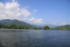 小野川この湖上から見た吾妻山