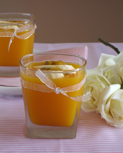 A big hug, flavored with passion fruit - Passion fruit jellies with banana and honey yogurt