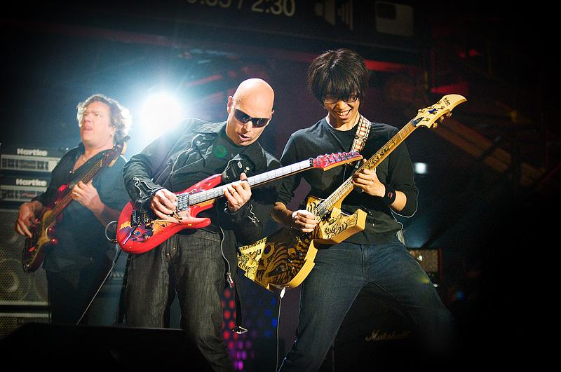 Joe Satriani & Funtwo