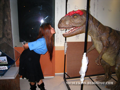 kissing mini t-rex