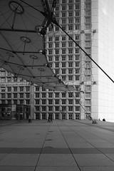 LaDefense_10 (Pete Sieger) Tags: paris france architecture ladefense 2008 sieger builtenvironment esplanadedeladefense esplanadedugeneraldegaulle peterjsieger