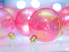 Have Yourself a Merry Pinky Christmas (kktp_) Tags: christmas reflections thailand nikon dof bokeh ornaments 50mmf14d d80