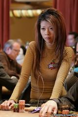 15k five diamond ME day1 (Liz Lieu) Tags: liz ipod lasvegas tournament pokerchips lieu lizlieu pokerdiva bellagiohotelandcasino nolimitholdem propokerplayer chilipokercom