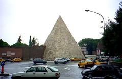 Roma, Lazio - Italy (1994) (Mic V.) Tags: italy rome roma italia pyramid fiat 21 cab taxi rover 11 renault di 100 1994 caio pyramide italie encore lazio piramide regata tempra cestius cestio cestia