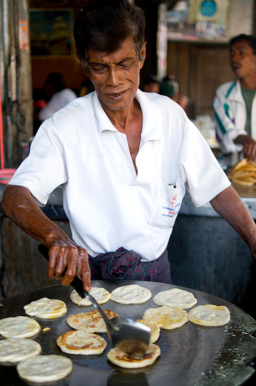 Making roti at a Muslim restaurant in Mae Sot