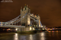 Tower Bridge II (VoLGio) Tags: christmas city uk greatbritain bridge winter london tower thames night towerbridge canon londonbridge eos lights navidad luces noche unitedkingdom londres gb invierno 1785 hdr reinounido tamesis granbretaa 40d