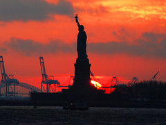Statue of Liberty -- Sunset (Katy Silberger) Tags: sunset silhouette photo manhattan batterypark statueofliberty accidental soe newyorkny blueribbonwinner nikond60 mywinners abigfave anawesomeshot colorphotoaward citrit theperfectphotographer goldstaraward absolutelystunningscapes
