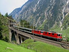 2 x SBB Lokomotive Re 420 auf mittlerer Meienreussbrcke bei Wassen , Kanton Uri , Schweiz (chrchr_75) Tags: hurni christoph schweiz suisse switzerland svizzera suissa swiss kanton uri wassen gotthardbahn gotthard nordrampe sbb cff ffs schweizerische bundesbahn bundesbahnen chrchr chrchr75 chrigu chriguhurni zug train juna zoug trainen tog tren  lokomotive  locomotora lok lokomotiv locomotief locomotiva locomotive eisenbahn railway rautatie chemin de fer ferrovia  spoorweg  centralstation ferroviaria brcke bridge pont mittlere meienreussbrcke meienreuss re 44 420 albumsbbre44iiiii re44