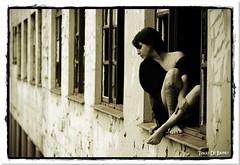 Na Janela (Tiago De Brino) Tags: de book nikon modelo tiago janela manicomio tatuagem brino hospício d40x
