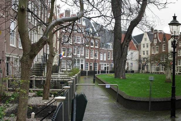 Beguines' court (Begijnenhof) in Amsterdam