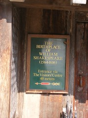 Shakespeare's Birthplace - Stratford upon Avon (ell brown) Tags: greatbritain england museum facade plaque unitedkingdom townhouse literary tudor markettown warwickshire nationalmonument stratford stratforduponavon preservation williamshakespeare tileroof shakespearesbirthplace greenplaque timberframed tudorbuilding shakespearessister henleyst gradeilistedbuilding gradeilisted woolshop civilparish southwarwickshire shakespearebirthplacetrust birthplaceofwilliamshakespeare plasterinfill rubbleplinth rubblestacks johnshakespeare shakespearebirthplacecommittee birthplacetrust districtofstratfordonavon openplaques:id=10107