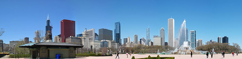 Buckingham Fountain and Chicago Skyline-Flkr