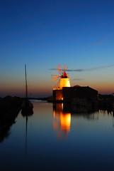 Saline Ettore e Infersa - Marsala - Sicily - Sicilia (Giuseppe Finocchiaro) Tags: windmill night nikon sicily saline notte sicilia mulino trapani marsala orablu bellitalia