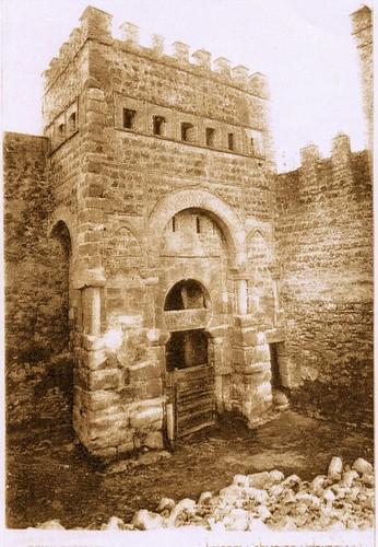 Puerta vieja de Bisagra o de Alfonso VI