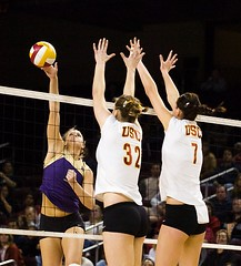 Washington Spike (Eric Wolfe) Tags: california usa college sports losangeles unitedstates spike volleyball universities usctrojans washingtonhuskies original:filename=200711161159jpg
