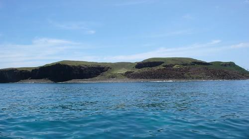 澎湖有些小離島還保有珍貴的自然生態;若國內的保育地役權能成形、成熟,將可名正言順為其島上的物種和棲地提供最佳且永續的保育