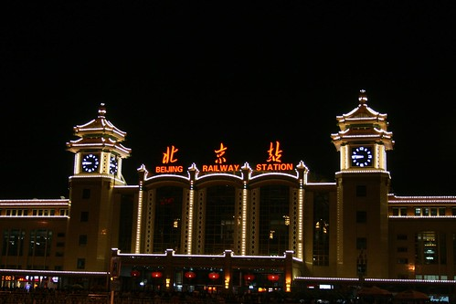 Beijing Railway Station by Night (by niklausberger)