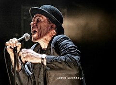 Tom Waits 33 (Scottspy) Tags: orphans gigs legend concertphotography waits tomwaits raindogs konzertfotos livemusicphotos scottspy glitteranddoomtour 70mm200mm28isl