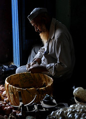 Preparation (Rick Elkins) Tags: light food india man scale dark sitting basket market candid bangalore onions garlic karnataka selling merchant preparation fpg mywinners artlibre platinumphoto aplusphoto thegoldenmermaid rickelkins