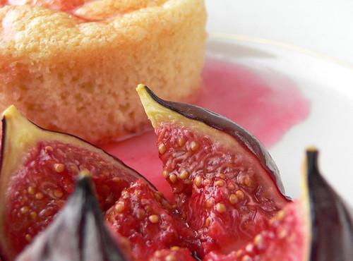 Feigen in Rosensirup an Biskottenkoch
