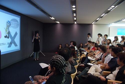 CSS Nite in Osakaで講演中