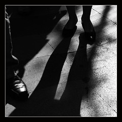 (Maria Artigas) Tags: bw mujer bcn bn silueta sombras ramblas blancinegre ombras