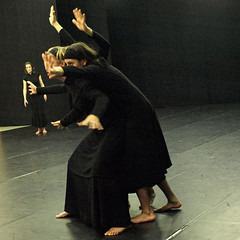 Electra  6764 (Lieven SOETE) Tags: brussels woman art greek donna mujer theater theatre femme performance young dramatic bruxelles tragedy frau 2008 electra junge joven jeune molenbeek sophocles  giovane kleineacademie  lievensoete