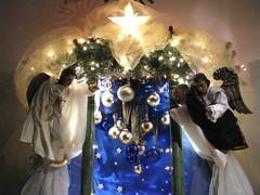 Angeles adoradores y estrella de Beln en un nacimiento guatemalteco, Navidad 2008. (RobertoUrrea) Tags: christmas navidad guatemala portal belen nacimiento tradicion pesebre catolicismo centroamerica natividad americacentral robertourrea
