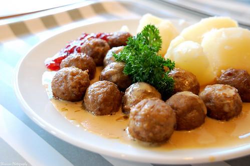 Ikea Swedish Meatballs by Y-Shumin.