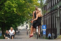 friendship  sometimes means to pedal also for your friend (Vulk.an) Tags: girls woman amsterdam bike interestingness friend friendship nederland thenetherlands explore amicizia pedal girlsonbikes cyclechic qualcunodimiaconoscenzapotrorasceglierequaledelle3 8bike savevulkan