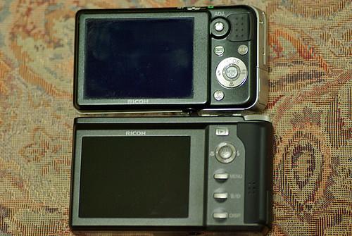 R8 vs Caplio R7 02