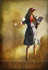 Ch Antigravitacional (Nika Fadul) Tags: woman texture girl reading book tea livro ch voando lendo flutuando duetos mnicafadul antigravitacional nikafadul antigravitaty