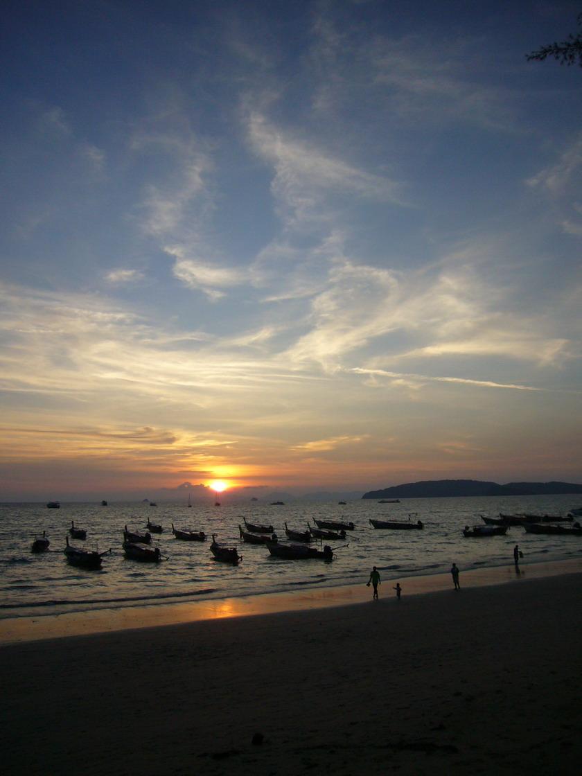 太陽就快沒入海裡