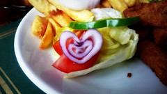 onion love (estherase) Tags: food love pepper salad findleastinteresting heart chips onion myfaves pubfood publunch emssimp at 250311