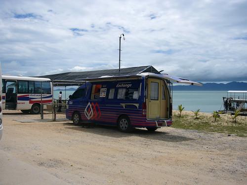 サムイ島 今日のお天気-ロンプラヤピアに両替車登場