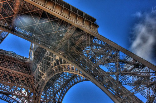 Eiffel Tower UnderneathCenter 2.jpg