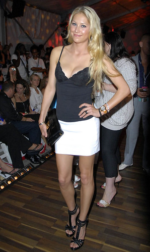 anna_kournikova_merce_week_8_big