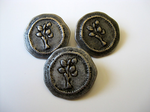 Lizzie Ann Tree Buttons