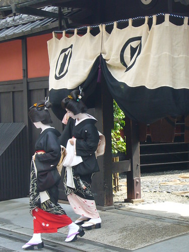 Geiko-san are leaving Ichiriki-ochaya