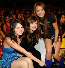 Miley, Demi & Selena (Danielle's allergic to JB Poison Ivy ( ISKJ)) Tags: with teen demi choice awards cyrus 2008 selena gomez miley lovato