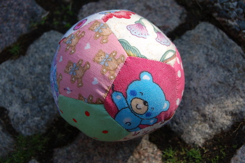 Tutorial: How to handsew a patchwork ball!