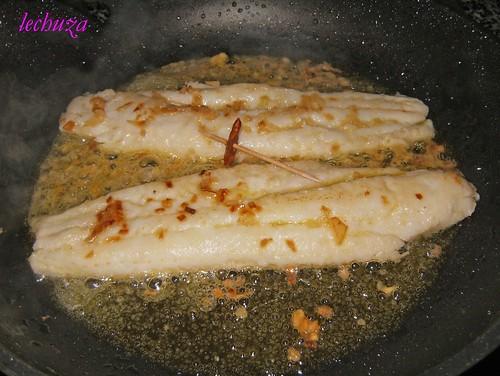 Pescadilla salsa verde-voltear