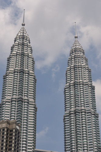 Full-sized Nikon D90 sample photo -- KLCC Twin Towers