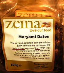 Maryami Dates & missing links ... (Kombizz) Tags: uk food brown money colour texture love dark iran rich special business commercial conspiracy treat taste iranian refuse dates region luxury 2009 boycott journalism sundried specialoccassion missinglink zeina hormozgan 500gr kashani missinglinks maryami khorma loveourfood kombizz july2009 nucleartechnology handselected maryamidates