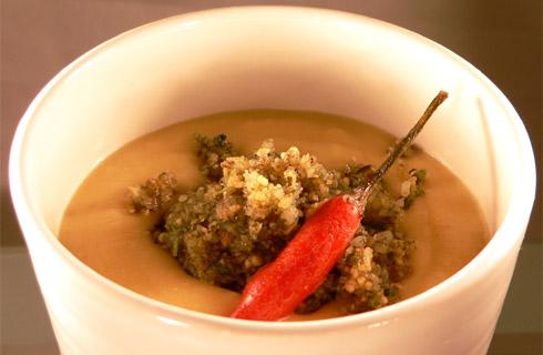 Linsencremesuppe mit Kürbiskern-Pesto
