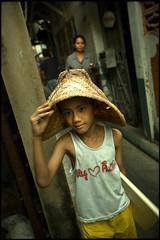 basket hat (fly) Tags: thailand asia bangkok khlongtoei fly simonkolton