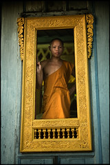 the frame (fly) Tags: temple asia monk lao luangprabang fly simonkolton