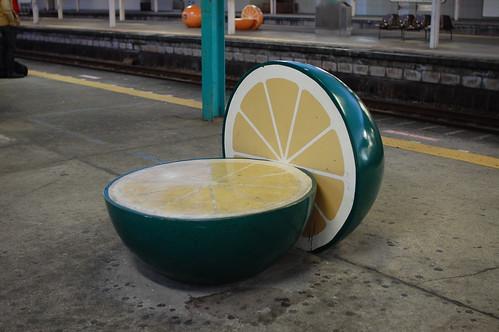 駅のベンチ(かぼす)