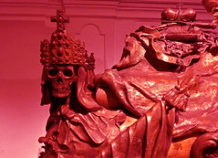 The Masque of the Red Death (Gilderic Photography) Tags: vienna red sculpture art rouge lumix death skull gold allan austria blood europe cross mask crane mort tomb panasonic story edgar horror crown crypt poe vienne emperor masque vincentprice tombeau crypte couronne rogercorman gilderic dmctz4