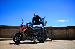 KTM 125 DUKE and its ambassador (Mister_Quentin) Tags: orange france fun nikon lyon contest duke ktm moto ambassador squad concours quentin 125 motobike 4temps fourvire rhonealpes ambassadeur monocylindre d7000